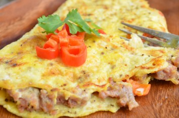 paleo-recipes_roasted-pepper-sausage-omelet