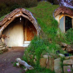 Hobbit House hand built by Simon Dale in England for $5000. Photo from http://now.msn.com/hobbit-house-built-by-simon-dale